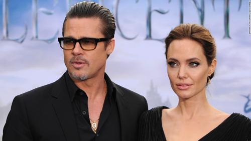 Angelina Jolie không vui trước hành động lộ giấy tờ tòa án của Brad Pitt.