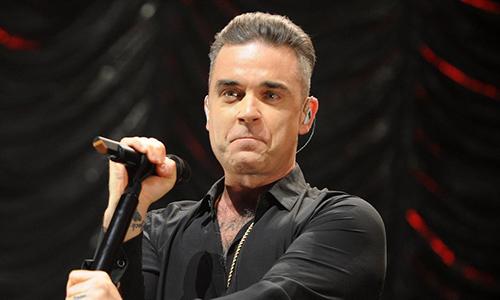 Robbie Williams trẻ trung, phong độ ở tuổi 44.