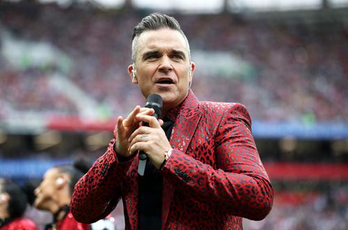 Robbie Williams biểu diễn khai mạc. Ảnh: FIFA.