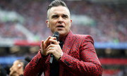 Fox xin lỗi khán giả vì Robbie Williams giơ 'ngón tay thối'