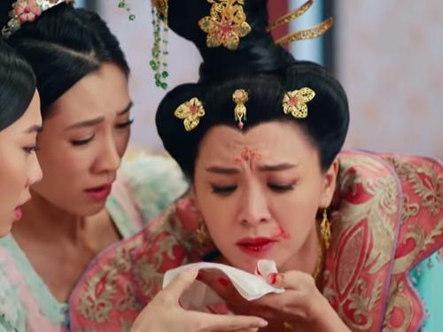 Đoạn Thái Bình công chúa trúng độc, nôn ra máu cũng được nhiều người chia sẻ trên mạng xã hội vì