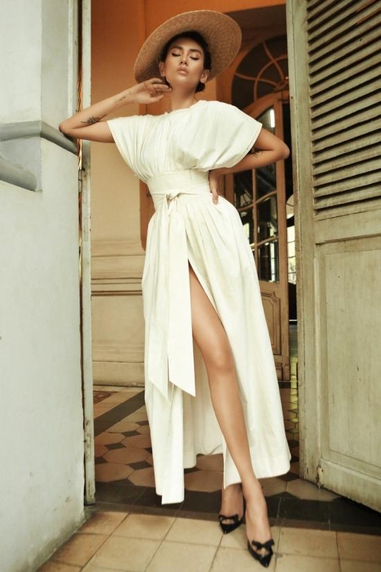 Võ Hoàng Yến hóa quý cô kiêu kỳ với váy trắng