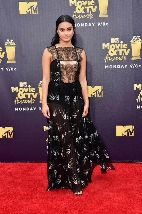 10 bộ váy hở táo bạo ở lễ trao giải MTV