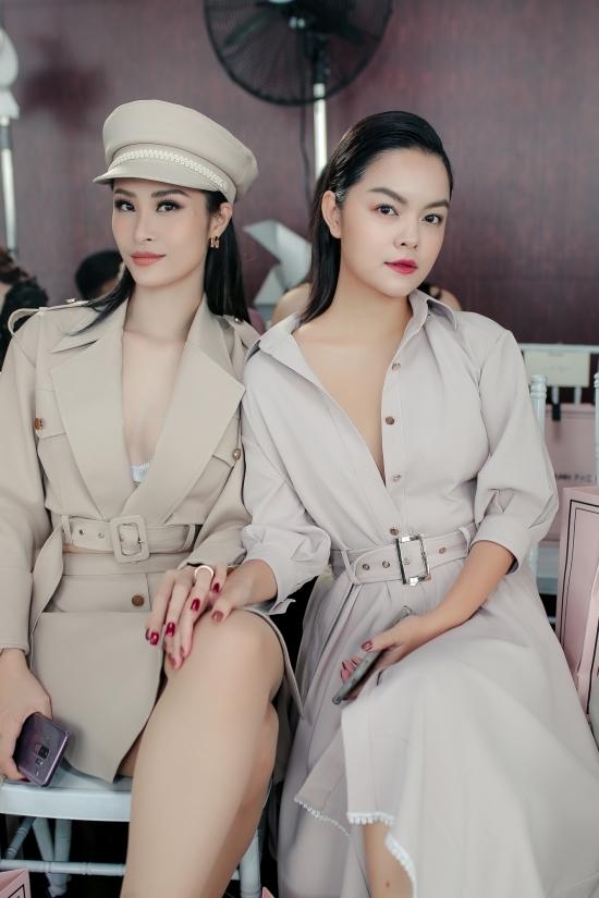 Mỹ nhân Việt diện váy áo hở ngực trên thảm đỏ