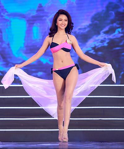 Thu Ngân trình diễn bikini tại Hoa hậu Bản sắc Việt toàn cầu 2016.