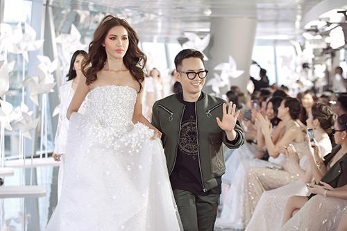 Nhà thiết kế Chung Thanh Phong bên nàng thơ Minh Tú.