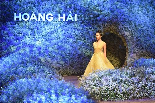 Show Ngôn ngữ hoa do Long Kan dàn dựng.a