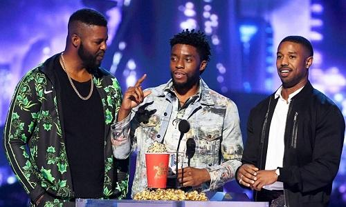 Dàn sao Black Panther nhận giải. Từ trái sang: Winston Duke, Chadwick Boseman vàMichael B. Jordan.Ảnh:FilmMagic.
