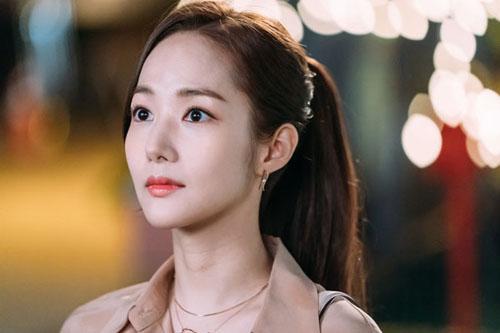 """Hậu trường """"Thư kí Kim sao thế?"""": suýt xoa trước nhan sắc của Park Min Young K8-8850-1529394332"""