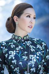 Hoa hậu Thu Hoài diện áo dài hoa của Công Trí