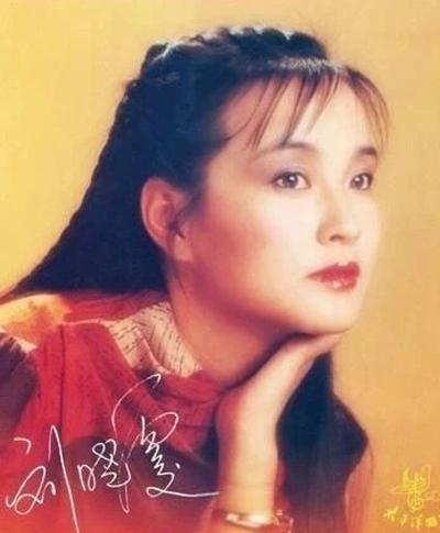 Ngày 21/6, Lưu Hiểu Khánh đăng trên trang cá nhân các bức ảnh trong một chuyến lưu diễn năm 1985.