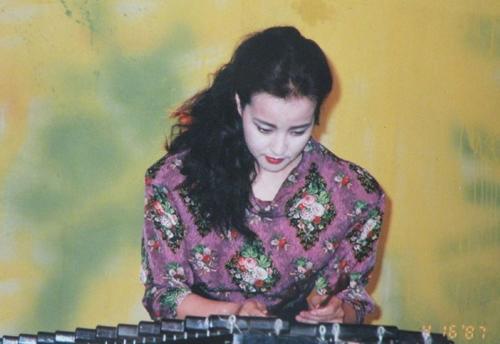 Loạt ảnh của Lưu Hiểu Khánh gợi kỷ niệm của nhiều khán giả. Một số khán giả bình luận vẫn còn giữ đĩa nhạc của cô.