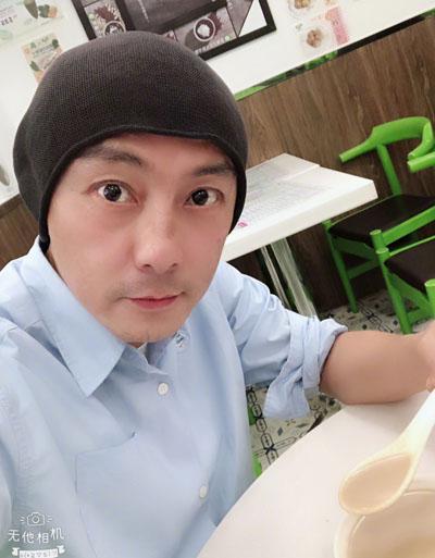 Trương Vệ Kiện đăng ảnh đi ăn hôm 20/6.