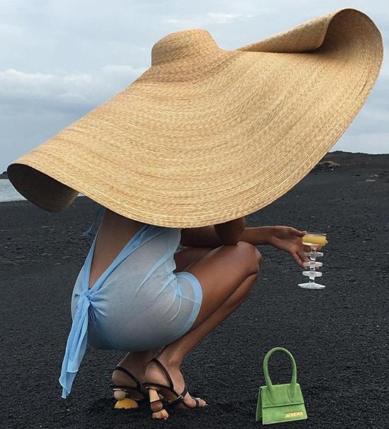 Mũ cói hàng chục triệu đồng của Jacquemus thành trào lưu hot