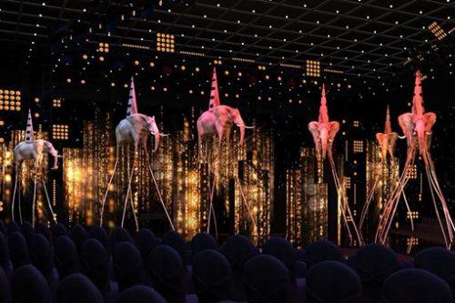 Sân khấu với những chú voi chân dài làm điểm nhấn.