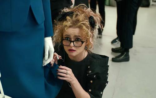 Helena Bonham Carter là nhà thiết kế tài năng nhưng nợ nần.
