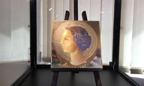 Tác phẩm Archangel Gabriel được trưng bày tại Rome, Italy. Ảnh:EPA.