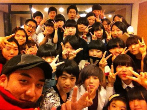 Seungri hiện kinh doanh nhiều lĩnh vực. Anh đã mở một học viện mang tên Joy Dance - Plug in Music với trụ sở đặt tại một loạt các tỉnh thành trong cả nước như Gwangju, Incheon, Daejeon& Nhưng thay vì cái tên chính thức của học viện, mọi người vẫn thường gọi đây là Học viện Seung Ri. Học viện này chuyên đào tạo về mảng thanh nhạc và vũ đạo. Một loạt những cái tên quen thuộc từng là học viên tại Joy Dance - Plug in Music như J-Hope của BTS, Zelo của B.A.P, Hye Mi và So Jin của 9 Muses, Hye Rin của EXID, Hyuk của VIXX, Zuny của Ladies Code, Jin Woo của Winner và Mi Joo của Lovelyz.... Seungri còn dự định tiếp tục mở thêm học viện tại thị trường Trung Quốc.