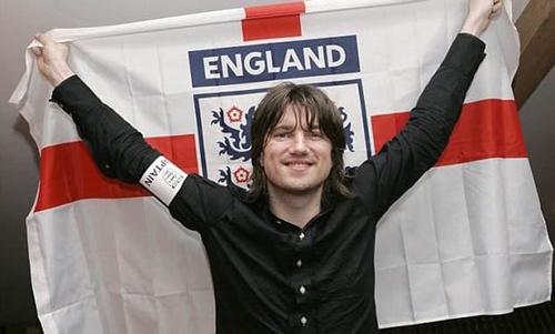 4. Nhóm Embrace thể hiện ca khúc của đội tuyển Anh tại World Cup 2006 ở Đức. Tên bài hát là gì?