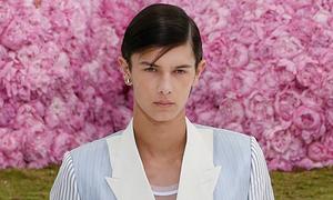 Hoàng tử Đan Mạch diễn show thời trang của Dior