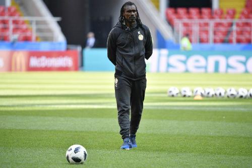 Aliou Cisse cao 1,80 mét. Ông là huấn luyện viên trẻ nhất và là người da màu duy nhất dẫn dắt một đội bóng tại World Cup 2018.