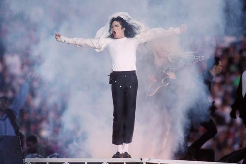 Michael Jackson trở thành biểu tượng của các màn vũ đạo đẹp mắt. Ảnh: WireImage.
