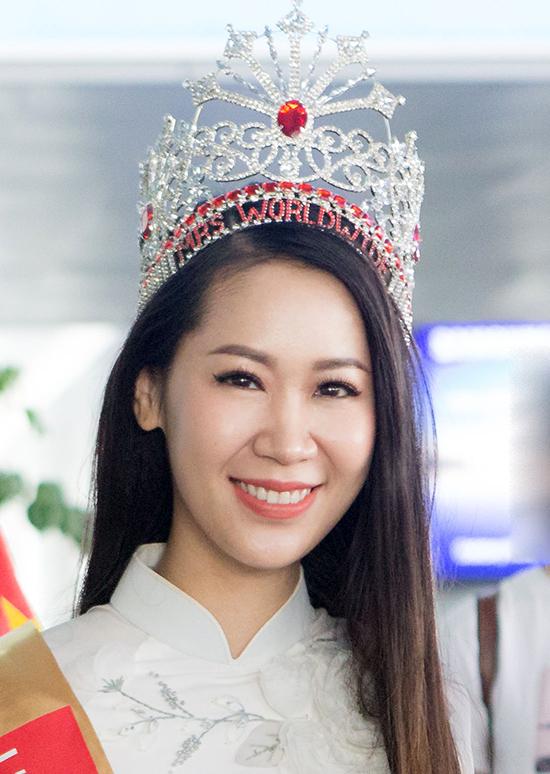 Dương Thùy Linh về nước sau khi đăng quang Mrs.Worldwide