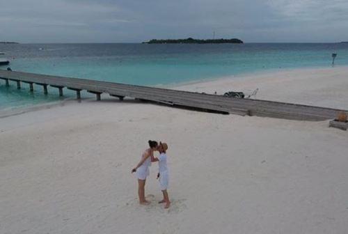 Đôi tình nhân có chuyến đi nghỉ tại Maldives, nơi được mệnh danh là thiên đường biển đảo.