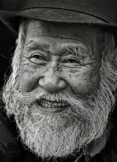 Nụ cười cụ già bên hồ Gươm.
