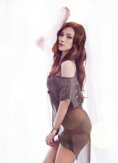 Năm 2013, Album Đến khi nào quên Năm 2012, trong cuộc thi Miss Sport, nhan sắc Diệp Lâm Anh bắt đầu thay đổi bằng cách trang điểm. Cô tạo khối cho gương mặt sắc sảo hơn bằng cách tán phấn, vẽ mắt đậm hơn.