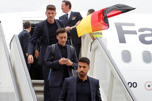 Tại World Cup 2018,Đức là một trong những đội tuyển có lượng người hâm mộ nữ đông đảo nhất nhờ dàn cầu thủ điển trai, sành điệu.Tối 27/6, Đức bất ngờ bị loại khỏi cuộc chơivào chút chót sau trận thua Hàn Quốc khiến cổ động viêntoàn thế giới ngỡ ngàng, tiếc nuối.
