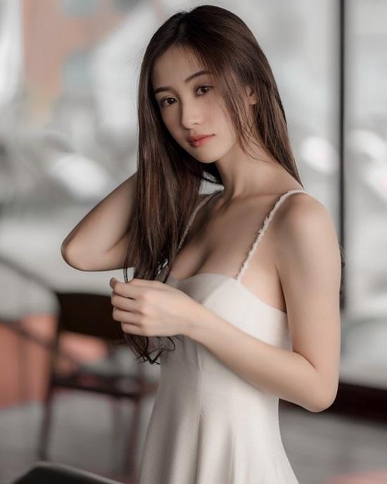 Jun Vũ chuộng mặc gợi cảm sau khi nâng ngực