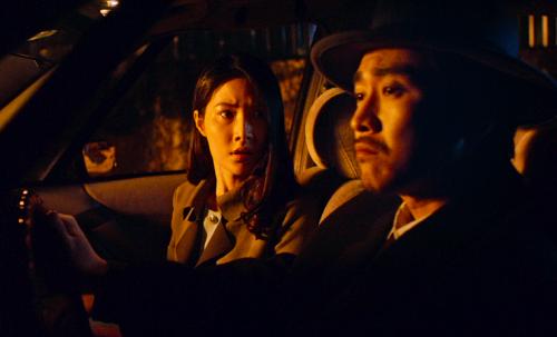 Phim Ống kính sát nhân của đạo diễn Nguyễn Hữu Hoàng có nỗ lực thể nghiệm về hình ảnh nhưng câu chuyện không hấp dẫn.