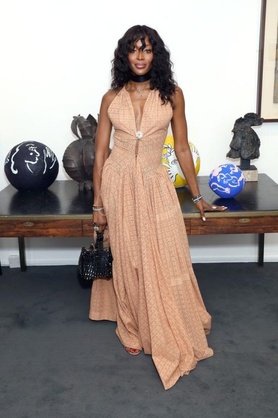 Công nương Meghan Markle vào top sao đẹp với đầm Prada