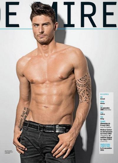 Giroud có khả năng biến hóa với nhiều hình ảnhkhác nhau, được yêu thíchlà phong cách nam tính và bụi bặm. Anhlà một gương mặt người mẫu quen thuộc của của nhiều tạp chí thời trang.
