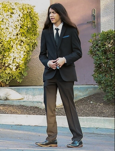 Blanket Jackson tại sự kiện của gia đình. Con út của ông hoàng nhạc pop năm nay 16 tuổi và vẫn sống cùng bà nội. Con trai cả của Michael Jackson không xuất hiện bên các em.