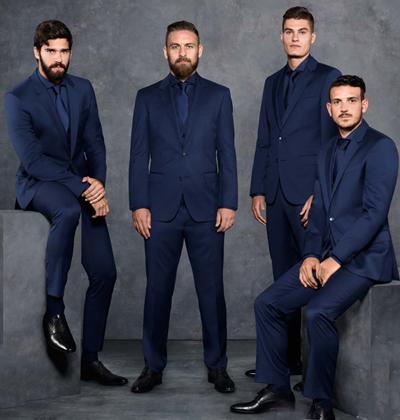 Alisson Becker (trái) và các cầu thủ AS Romatrong chiến dịch quảng cáo cho Hugo Boss.