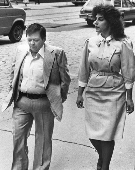 Dante Gill (trái)và vợ - Cynthia Bruno Gill - vàonăm 1984. Ảnh:The Pittsburgh Press.