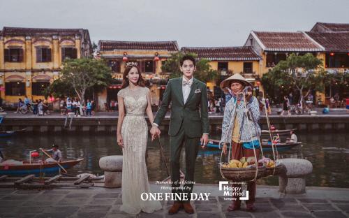 Hoa hậu World Cup Hàn Quốc khoe ảnh cưới ở Sài Gòn, Hội An