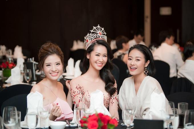 Bố mẹ chồng dự tiệc mừng Dương Thùy Linh là hoa hậu
