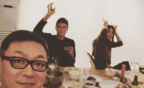 Diễn viên Kim Eui Sung xóa hình ảnh đi ăn chung với cặp diễn viên nổi tiếng vì sợ truyền thông và fan nghi vấn việchẹn hò của họ là có thật.