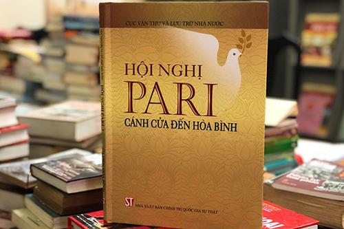 Bìa sách Hội nghị Paris - Cánh cửa đến hòa bình.