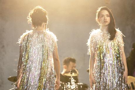 Ca sĩ Marzuz - cháu gái Hà Trần - cùng cô biểu diễn trong MV mới.