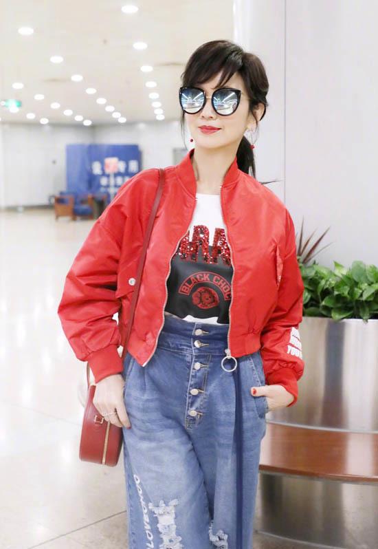 Mỹ nhân 'Bến Thượng Hải' chuộng quần short, áo ngộ nghĩnh ở tuổi 64