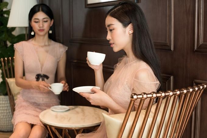 Đỗ Mỹ Linh, Thanh Tú mặc đồng điệu với ren xuyên thấu