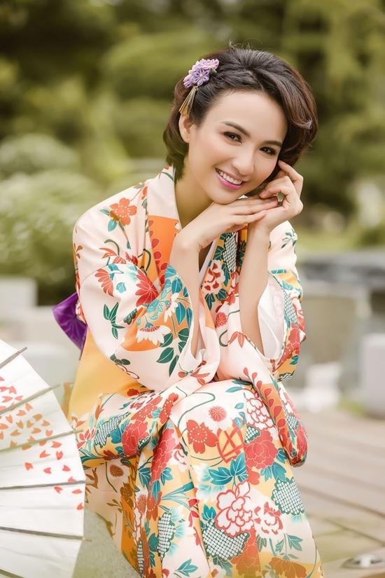 Hoa hậu Ngọc Diễm diện bốn kiểu kimono dạo công viên