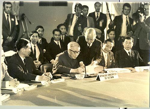Lễ ký tắt Hiệp định Paris về Việt Nam, ngày 23/01/1973. Ảnh: Cục Lưu trữ Văn phòng Trung ương Đảng.