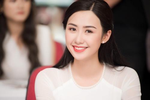 Ngọc Linh thu hút các ống kính với gương mặt trong sáng,thuần Á Đông. Cô có nụ cười giống Á hậu Thúy Vân.
