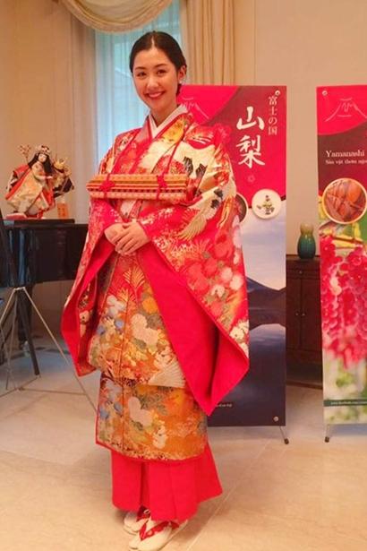 Hồi tháng 10/2017, cô được chọnlà Đại sứ Du lịch tỉnh Yamanashi (Nhật Bản) tại Việt Nam. Người đẹp có thể giao tiếp tốt hai ngoại ngữ Anh, Nhật.