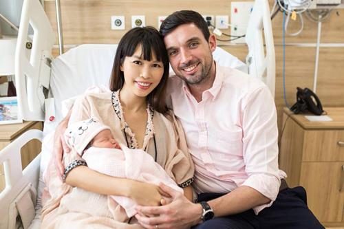 Vợ chồng hà Anh hạnh phúc khi đón con gái chào đời hồi tháng 6.